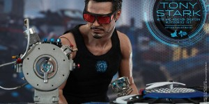 [Iron Man 2] 1/6 TONY STARK with Arc Reactor Creation Accessories Set: Official Photoreview by Hot Toys, FULL Eng Info